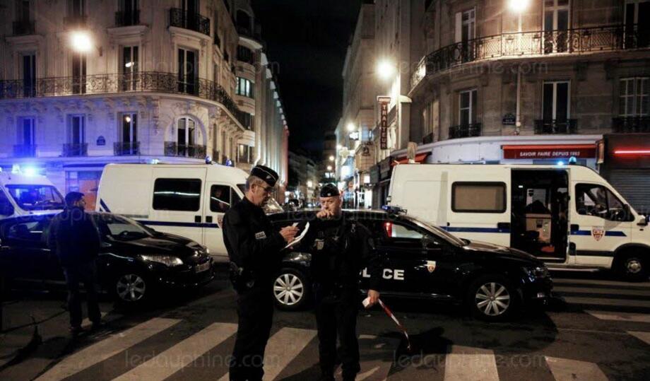 巴黎持刀恐袭:马克龙将接见三名警察 表达感激