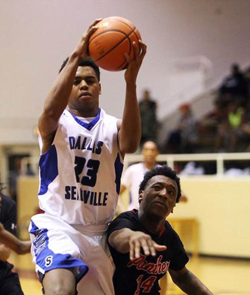 美25岁男子为重温篮球梦假扮17岁高中生上学9个月