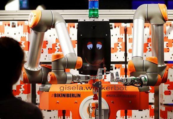 德国机器人售货员厉害了 不仅能卖货还管组装