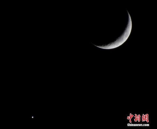"""""""金星合月""""18日上演 """"月姑娘""""约会""""长庚星"""""""
