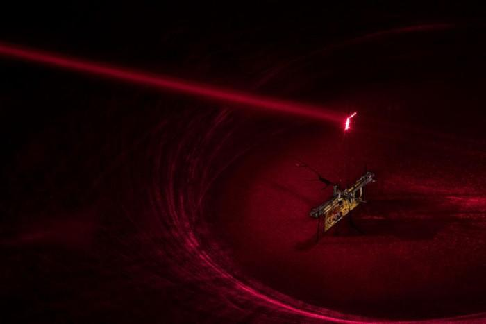 神似《黑镜》机器蜂 这个无线机器昆虫靠激光供能