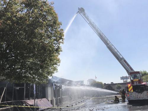 美媒:美国加州圣盖博华人商家火灾 无人伤亡仍待善后
