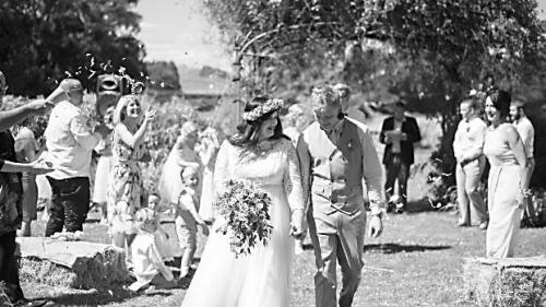 新西兰新娘钟情中国婚纱