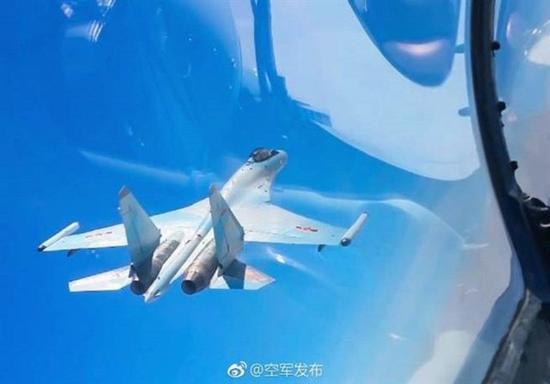 """解放军军机""""双向绕台"""" 台专家称打掉歼20并不难"""