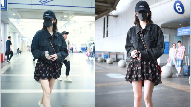 古力娜扎现身机场穿超短裙清纯可人