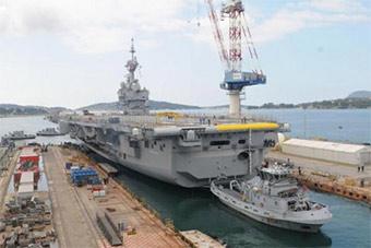 法国海军唯一航母完成维修升级 下水测试