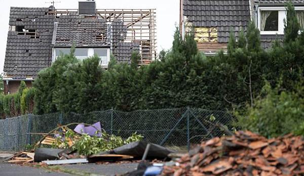 龙卷风袭击德国西部 致50余座房屋损毁多人受伤