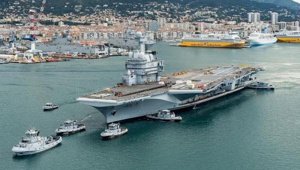 法国海军唯一航母完成大修升级 下水测试