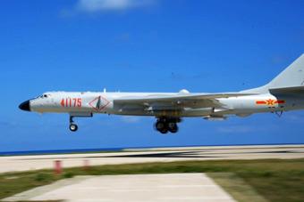 空军轰6K首次起降南海岛礁 师长亲自驾机出击