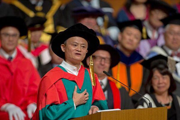 马云出席香港大学学位颁授典礼 被授予名誉社会科学博士