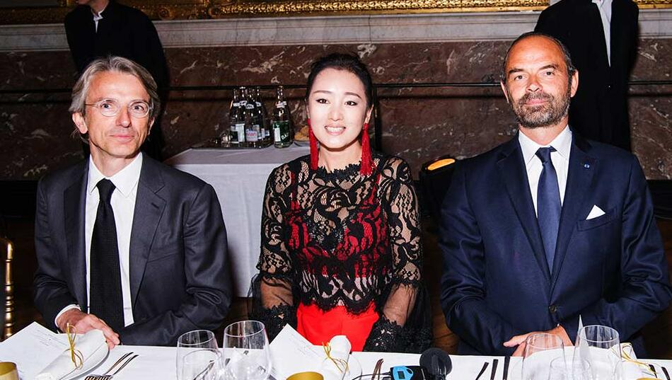 中法文化传播大使巩俐与法总理出席凡尔赛宫晚宴