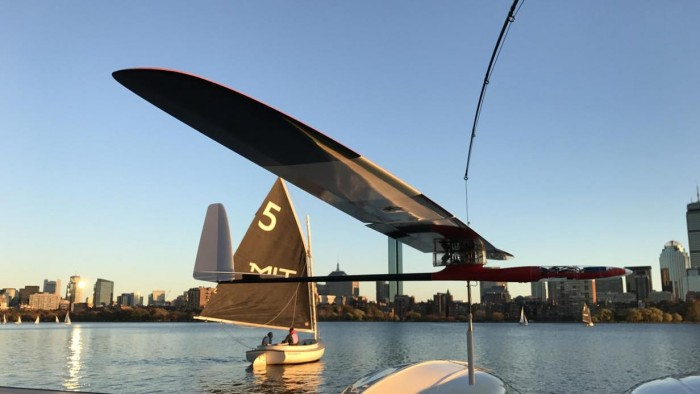 MIT航海机器人滑翔机: 能像帆船一样冲浪