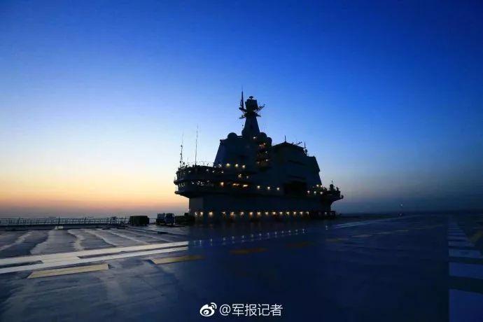 国产航母试航归来靠自身动力进港 动力测试成功