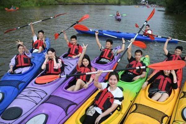 重庆200余名单身青年男女齐聚参与水上相亲会