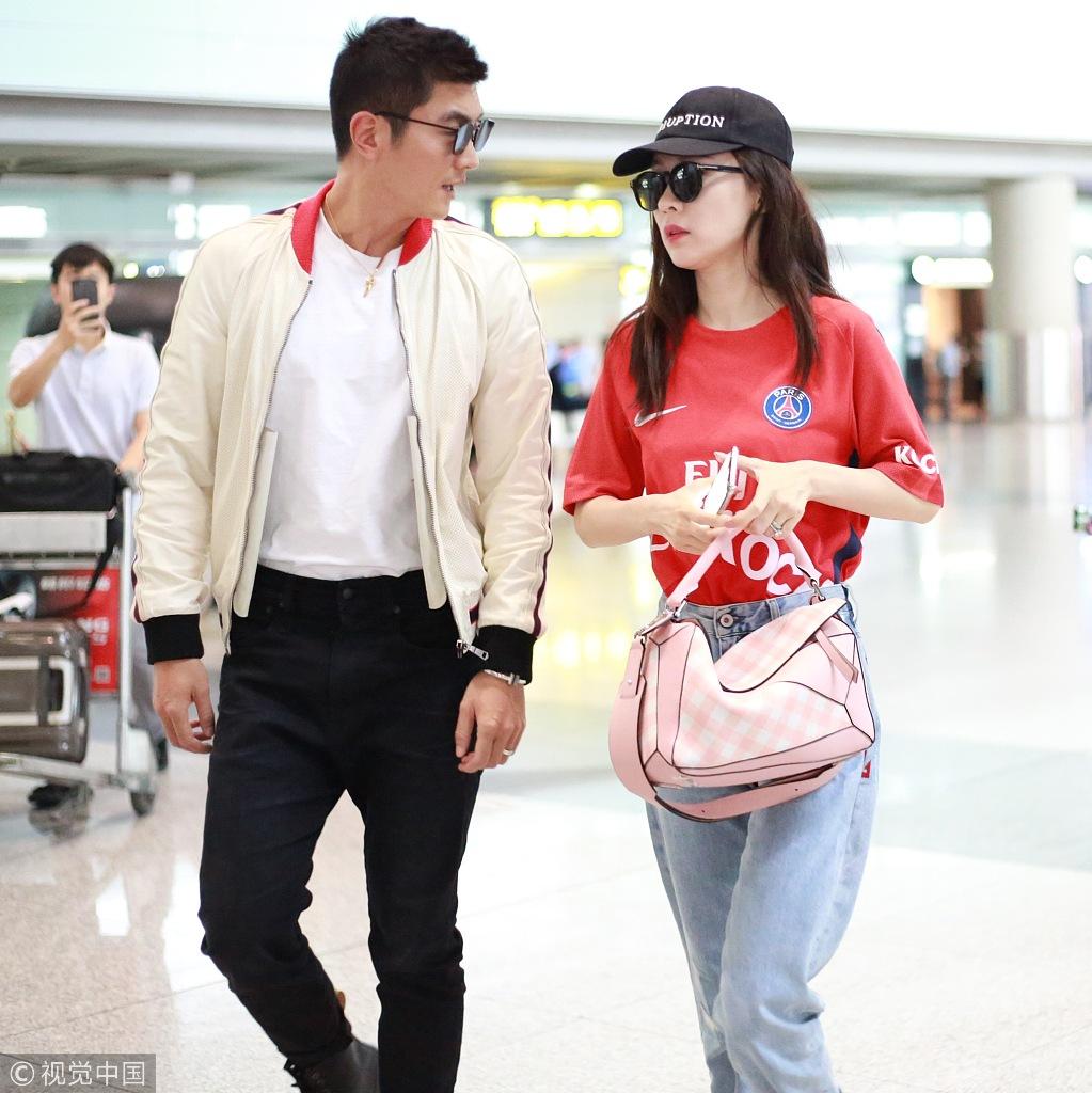 甜如初恋!霍思燕杜江机场牵手甜蜜撒糖