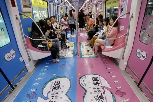 """单身男女走进南京地铁车厢 相亲共度""""520"""""""