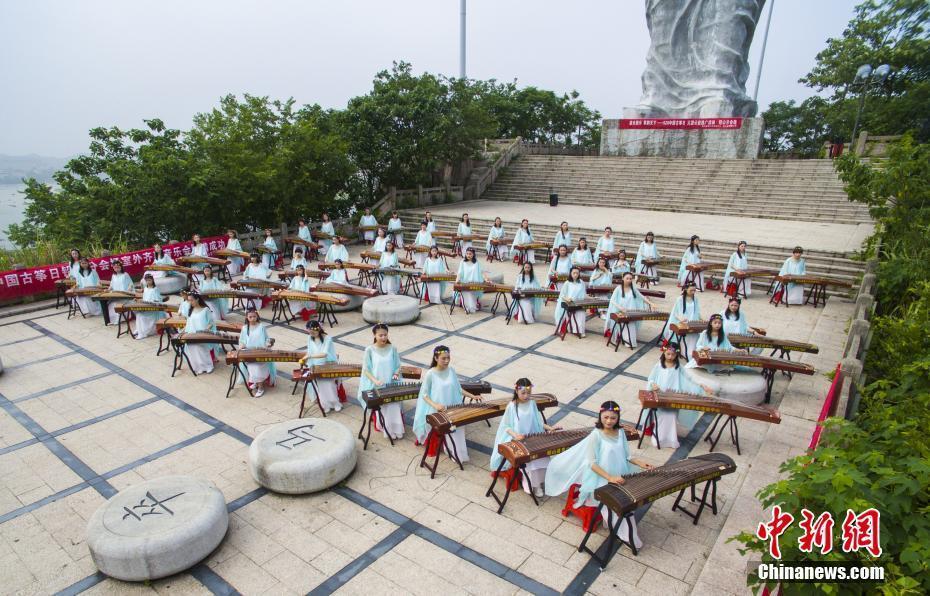 中国古筝日 航拍江西百人弹奏古筝