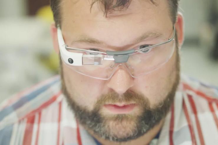 谷歌研发全新AR头显 将转向类似HoloLens的设计