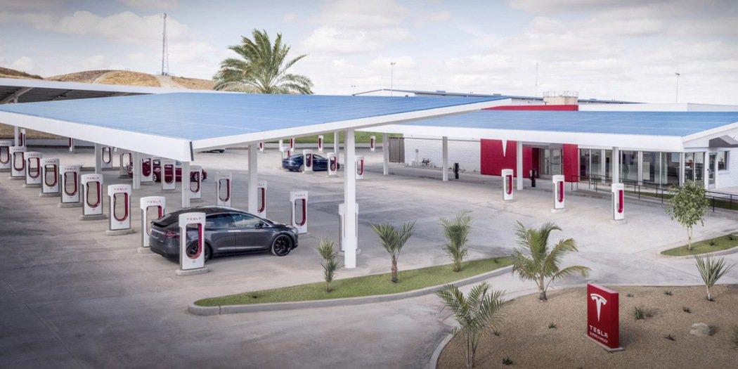 特斯拉新建千余座超级充电站