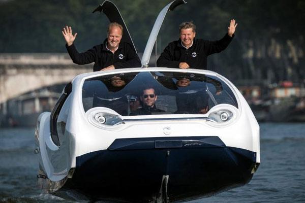 塞纳河上的出租车 靠气垫可在水上无声滑行