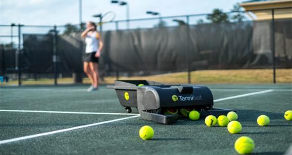 完美胜任球童工作 全球首款网球收集机器人亮相