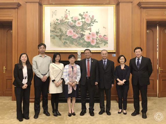 Li Xiaolin Meets with the Chinese University of H.K. President Rocky S. Tuan