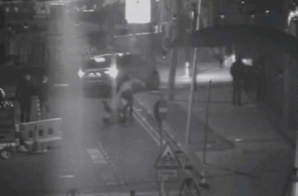 英小伙与女友争执后愤怒开车冲撞行人 获五年监禁