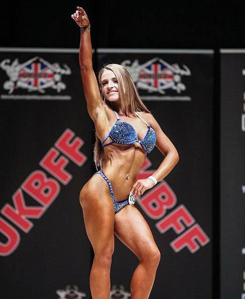 英女子因身宽体胖被分手 狂甩22公斤练成健美体形
