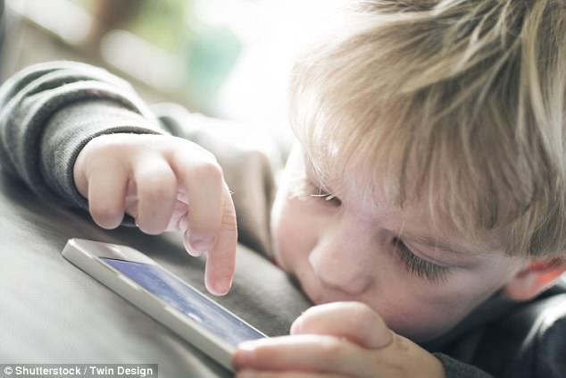 研究:控制孩子上网等同虐童 不利于孩子成长