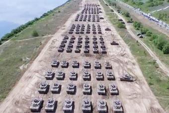 秀出新高度!韩军200余辆战车集结 汇成钢铁洪流