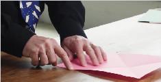 纸飞机大师教你折出飞得最远的纸飞机 你只需要一张纸!