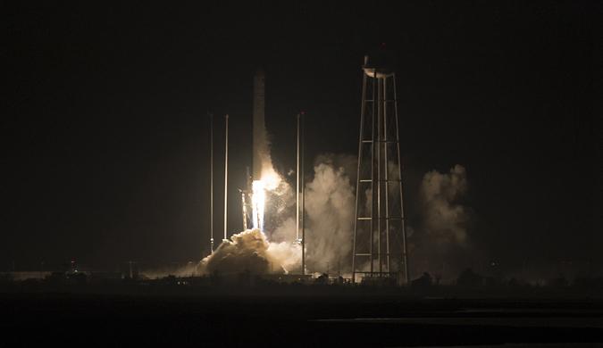 """送货了!""""天鹅座""""货运飞船升空飞往国际空间站"""