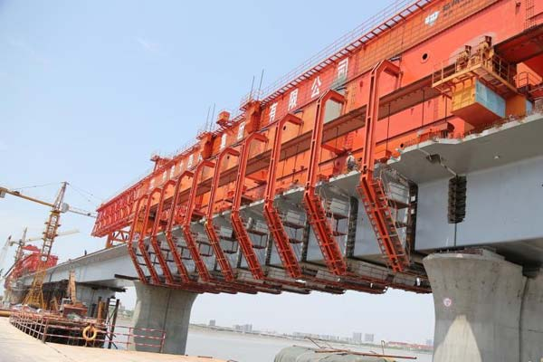 胶州湾跨海铁路大桥合龙 青连铁路将年底通车