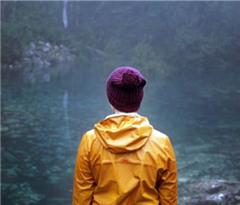 澳大利亚岛州再现罕见湖水 美景引游客蜂拥而至