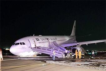 又是空客!沙特A330起落架放不出迫降擦出火花
