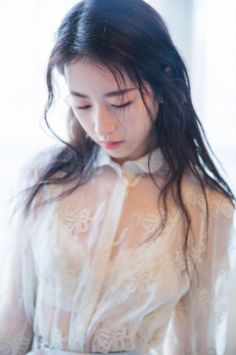 周雨彤甜蜜写真曝光 夏日少女明媚生长