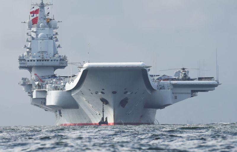 """军事专家尹卓分析认为,此次辽宁舰航母编队持续展开了侦察预警体系的构建、电子对抗、对海作战、对空作战、对陆打击、反潜作战,整个围绕辽宁舰所有的作战样式基本上都进行了演练,所以是一次完整的体系性的作战训练。   尹卓表示,这次辽宁舰的训练,是以高强度、高难度、实战化的训练,提升了整个航母编队的体系作战能力,用实际行动来落实习主席提出的""""努力把人民海军建成世界一流海军""""的重要指示。   练为战:以实战化为标准的海上检阅   此次辽宁舰航母编队连续跨海区实兵对抗训练,是在参加中央军委在"""