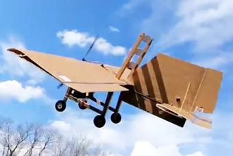会飞的不光只有飞机 还有可能是...一把椅子?!