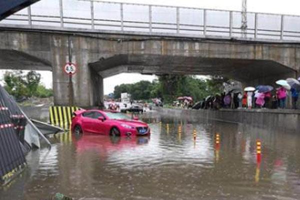 四川乐山遭遇强降雨袭击 紧急疏散转移千余民众