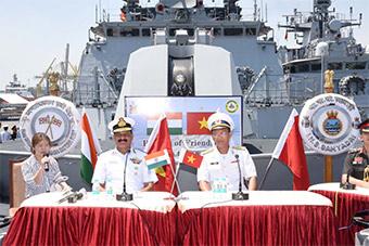 印度海军三艘军舰访问越南