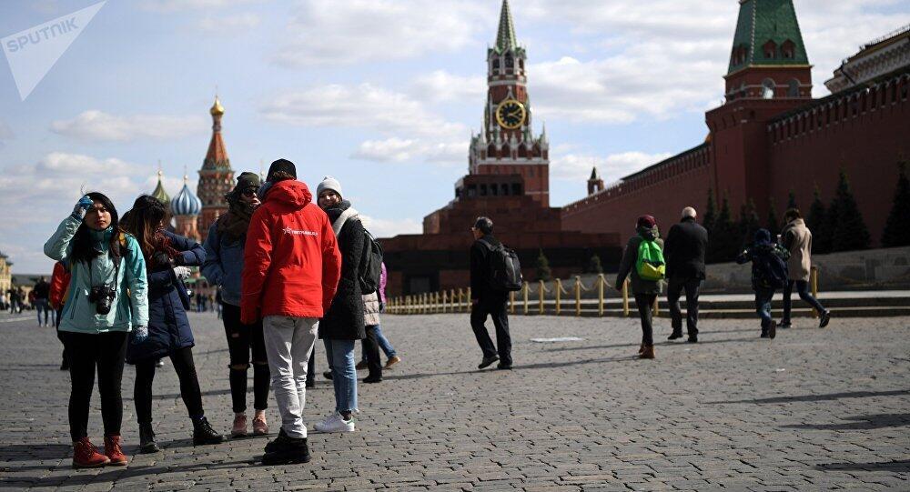 俄媒:中国赴俄游客消费增多 较去年同期增长1.7倍