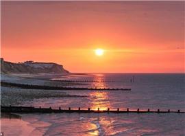 """英国65片海滩因环境整洁获封""""蓝旗海滩"""""""