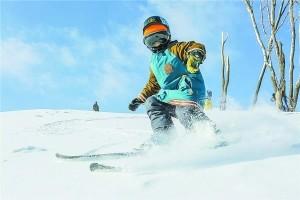 3岁玩双板6岁做三次手术 滑雪小神童不滑了?