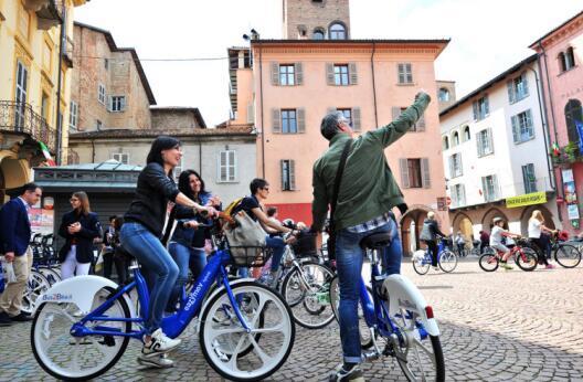 Eazymov助力Alba自行车活动,欧洲首站起航