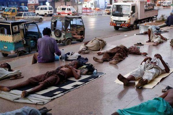 热浪袭击巴基斯坦卡拉奇 民众忍受44℃高温