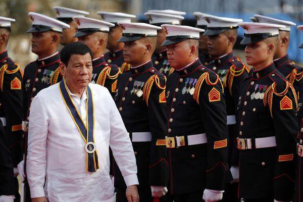 杜特尔特出席菲律宾海军成立120周年庆祝活动