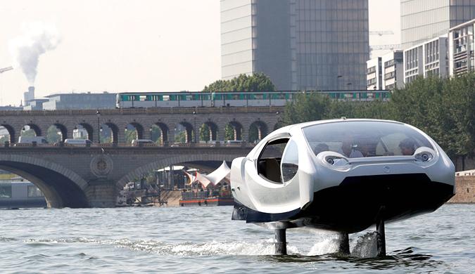"""现实版""""铁掌水上漂"""":法国展示未来水上出租车"""