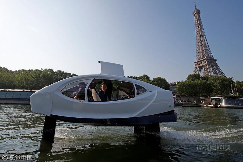 【环球网科技报道】当地时间2018年5月22日,法国巴黎,Sea Bubbles公司在塞纳河上展示研发的Sea Bubble 水上出租车。