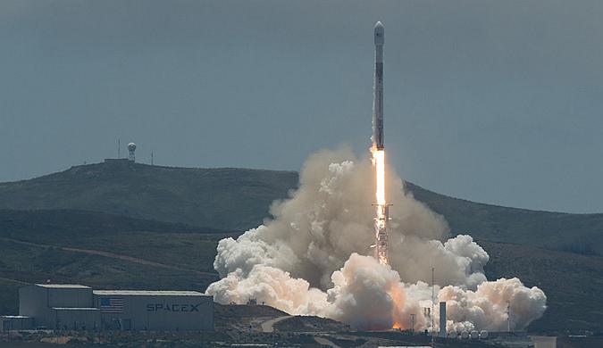 "SpaceX用""二手""火箭将两颗卫星同时送往太空"