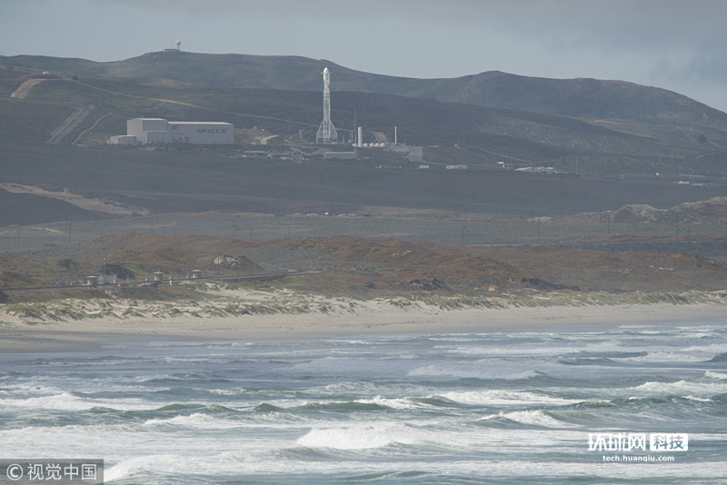 【环球网科技报道】当地时间2018年5月22日,美国加州范登堡空军基地,美国太空探索技术公司(SpaceX)的一枚猎鹰9号火箭载着重力测量和气候实验卫星(GRACE-FO)成功发射升空。